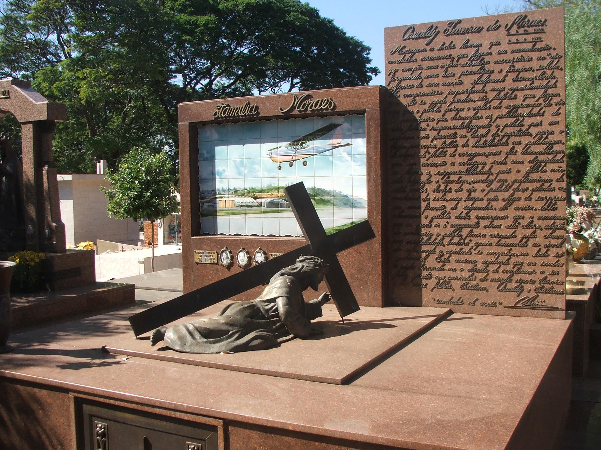 Jazigo da Família Moraes é o mais visitado