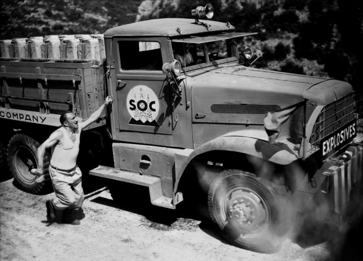 Imigrantes europeus aceitam a missão de transportar nitroglicerina pelas precárias estradas do Terceiro Mundo (Foto: Reprodução)