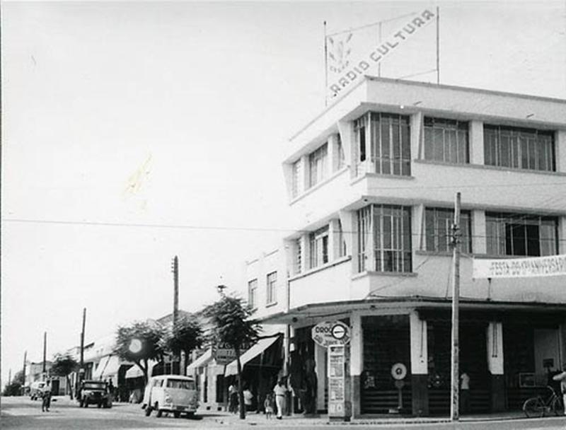Rádio Cultura ainda sem a tradicional fachada nos anos 1950 (Foto: Toshikazu Takahashi)