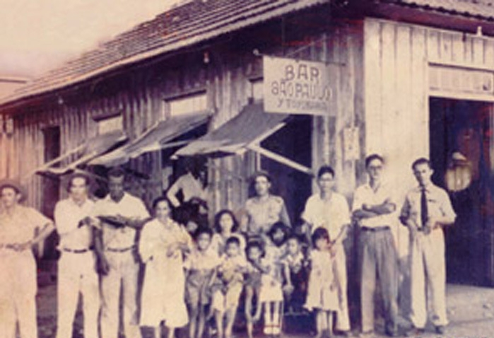 Barbearia funcionava junto ao Bar São Paulo (Acervo: Família Toyokawa)
