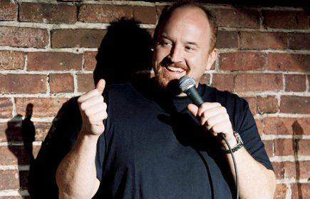 Louie se passa no palco de uma pequena casa de shows de Nova York (Foto: Reprodução)